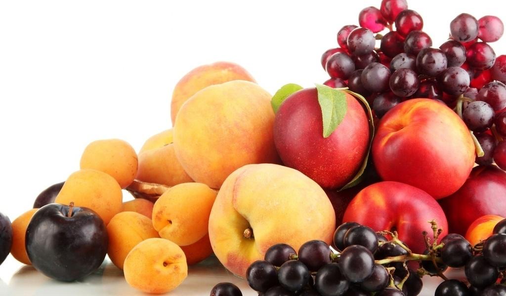 Виноград и персики нельзя давать собакам